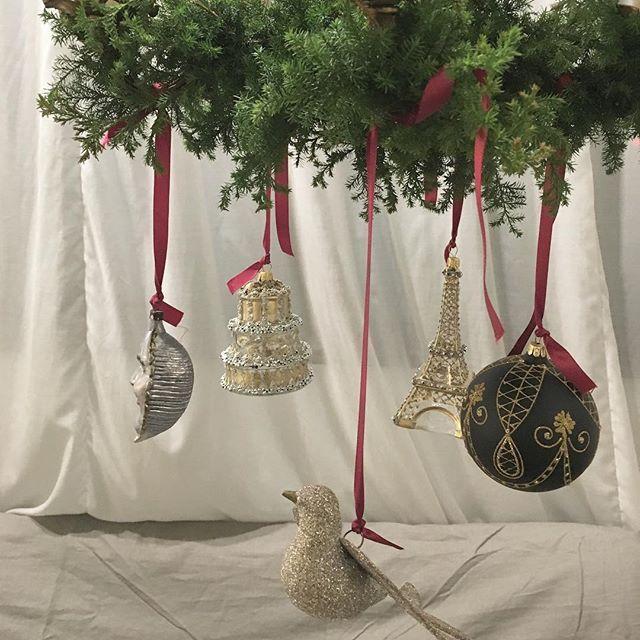 Christmas display_  Original Tree Chandelier with vintage ornament  from PARIS FRANCE   フランス🇫🇷アスティエ・ド・ヴィラット セレクト  ・・・・・・・・・・・・・・・・・・・・・・・・ - 店舗デザインの企画や提案、施工のトータルコーディネイト  http://criniere-cavane.com/works/productsinfo.html    #Christmas#ornament #treechandelier#Chandelier #Wall#xmas#Display#linensofa#utsubopark#interior#ageing#EiffelTower#shopinterior#shopdisplay#antique#vintage#walldeco#パリ#クリスマス#オーナメント#フランス#もみの木#もみの木シャンデリア#インテリア#ディスプレイ#アンティーク#ヴィンテージ#靱公園#アスティエ