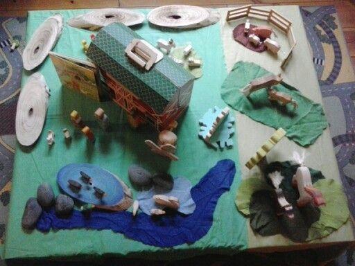 Verteltafel/smallworld boerderij. Kinderen kunnen rondom spelen. Veel dieren zijn van holztiger.