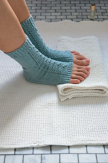 Knitting Pattern For Pedicure Socks : 17 Best images about Tabi - Yoga Socks - Leg Warmers on ...