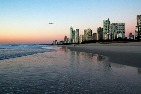 Gold Coast Family Holidays: Things To Do - Create fond memories of your next family holiday with a trip to the Gold Coast! With its spectacular white sandy beaches, thrill-seeking theme park rides & scenic rain forests and natural attractions, the Gold Coast is a must see destination. Read our blog on things to do before you go!