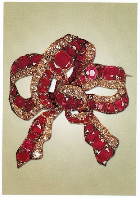 Bow brooch, the second half of the 19th century, rubies, diamonds National Jewels Museum in Iran