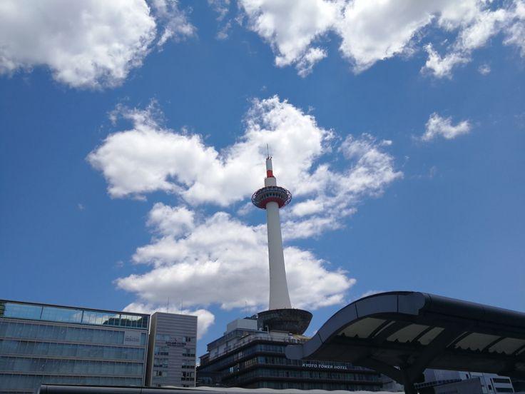 Stasiun Kyoto atau disebut Kyoto Station (京都駅) telah dibuka untuk umum sejak tahun 1997. Bangunan yang sering disebut Futuristic Design ini didesain oleh Arsitektur Jepang Hara Hiroshi.