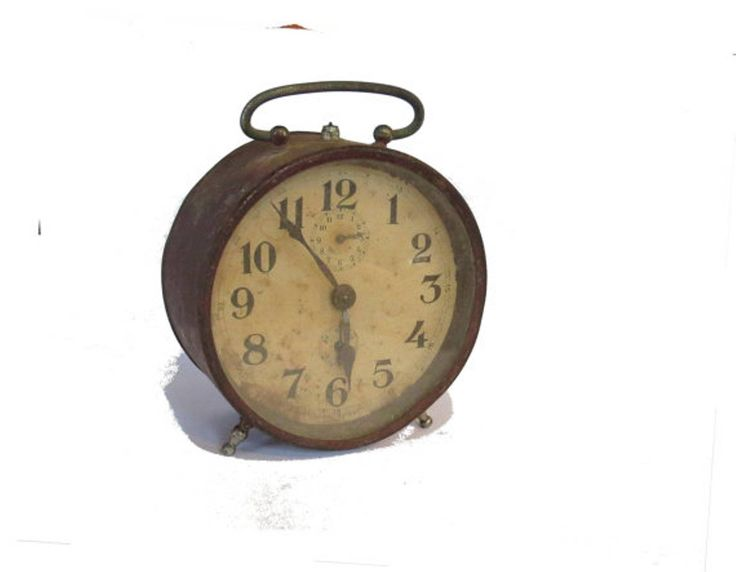 Vintage clock. Antique clock. Metal clock. Rusty metal. Alarm clock. Alarm clock vintage. Desk clock. Mechanical clock. Old clock. Italian. Measures : 10.2 cm diameter * 13.5 cm high * 5.5 cm thick ( multiply by 0.39 for inches ) Weight : 280 gr
