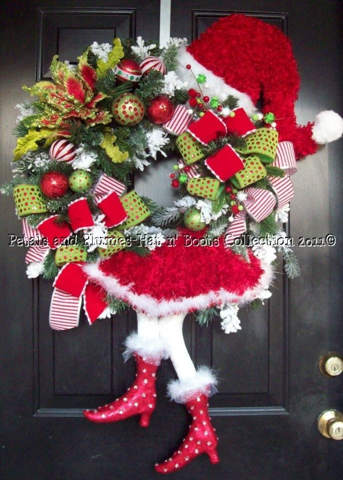 This is just toooo cute!!Holiday, Christmas Wreaths, Santa Wreaths, Christmas Whimsical, Santa Baby, Whimsical Christmas, Santa Divas, Christmas Decor, Christmas Ideas