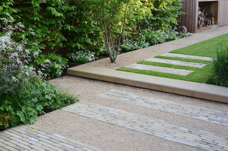 linear cobbles set within gravel   OXFORD TOWN HOUSE 4    angusthompsondesign