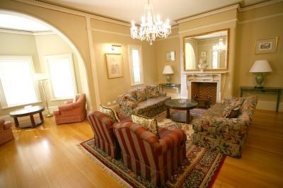 ✔ Giá từ: 2,550,000 VNĐ __________  ★ Số sao: 3.5 ____________________  ☚ Vị trí: Abbotsford Road, Homebush _  ❖ Tên khách sạn: Darcys Hotel at Homebush ______________________  ∞ Link khách sạn: http://www.ivivu.com/vi/hotels/darcys-hotel-at-homebush-W66503/  ∞ Danh sách khách sạn ở Sydney: http://www.ivivu.com/vi/hotels/chau-dai-duong/uc/sydney/all/1/