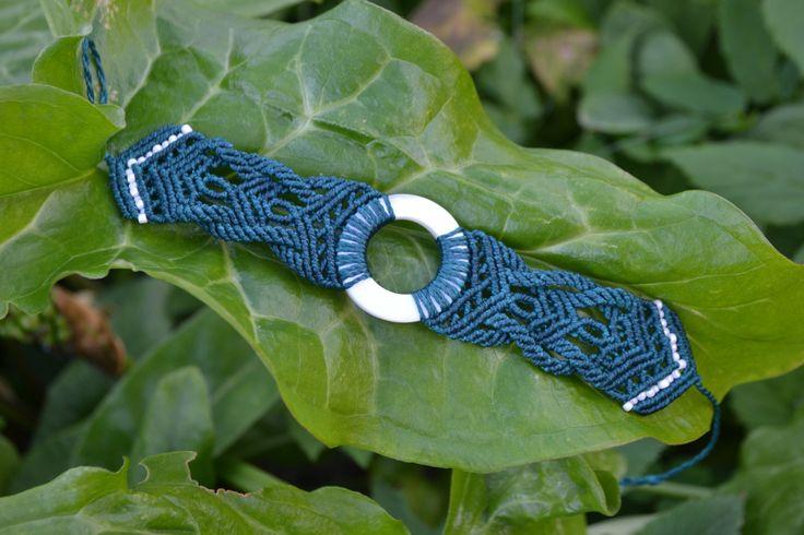 Bracciale macramè, madreperla, fatto a mano, made in Italy di EthnicMacrame su Etsy