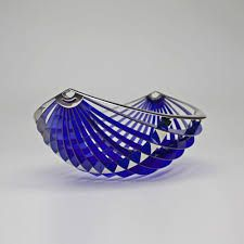Autor: Patricia Lascano. Imagen registrada por transformación. A través de la relación del soporte metal y plástico y el conformante objeto contemporáneo.
