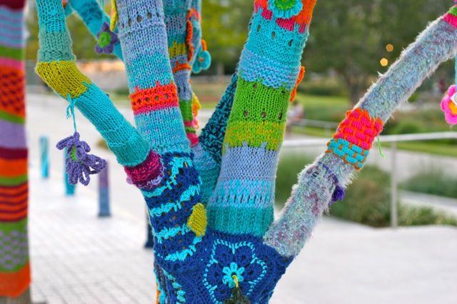 Yarn Bombing: Yarns Bombs Trees, Galleries, Colleges, Yarns Graffiti, Dallas, Crochet, Opera Houses, Yarnbomb Trees, Hobbies