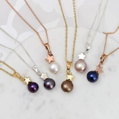 Put stars in their eyes with our pretty single pearl pendant necklace, complete with a star charm and available in gold, silver or rose-gold.