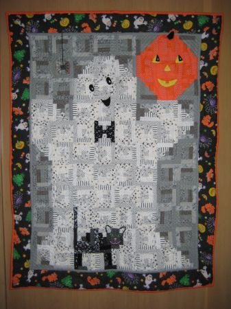 love this Halloween Quilt so much!!!! Fall quilts