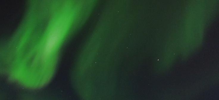 Aurora Boreal en el cielo sobre Yellowknife, NT, Canada