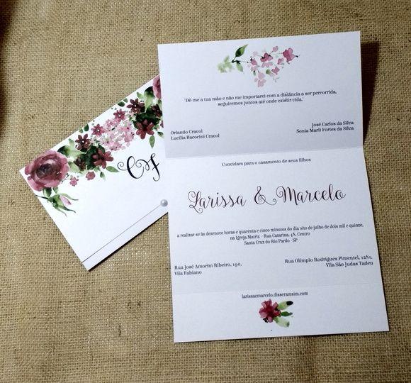 Lindo convite com estampa floral aquarela. Super moderno, perfeito para casamento rústicos, ou no campo.    Feito em papel Color Plus Alaska 180gr., impressão de jato de tinta e meia pérola adesiva.    Você pode mudar o texto e tipo de letra.