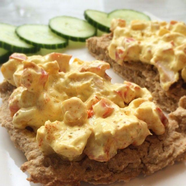 No ligg oppskrift på heimelaga kyllingkarri påleggssalat ute på www.helseialt.com under nyaste innlegg  // Recipe on homemade chicken curry salad is now posted on www.helseialt.com  #helseialt #sunnarekvardag #sunnmat #sunnevalg #suntkosthold #helse #kosthold #frokost #lunsj #karri #kylling #salat #ernæring #folkehelse #oppskrift #healthy #chicken #curry #salad #healthyfood #healthylifestyle #nutrition #breakfast #lunch #food