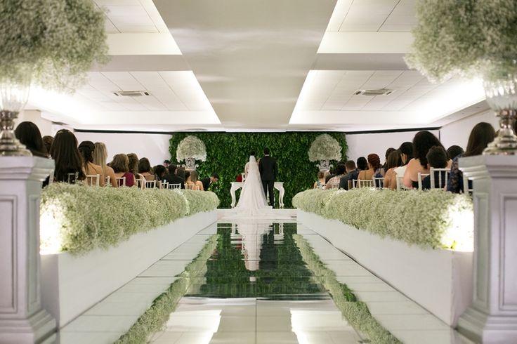 Passarela espelhada para cerimônia de casamento