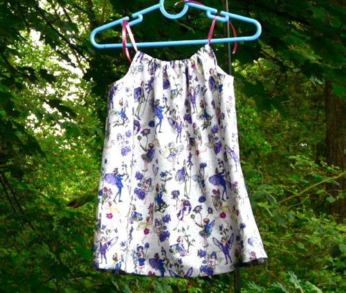Great tutorial for all size pillowcase dresses: Clothing Patterns, Simple Sundresses, Baby Projects, Aprons, Sewing, Adult Pillowcases Dresses, Patrones Simple Vestidos Niña, Patrones Roba, Sun Dresses
