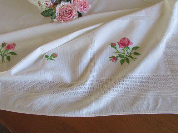 Vendimia bordaron el mantel  mantel de lino por MomsGiftShoppe