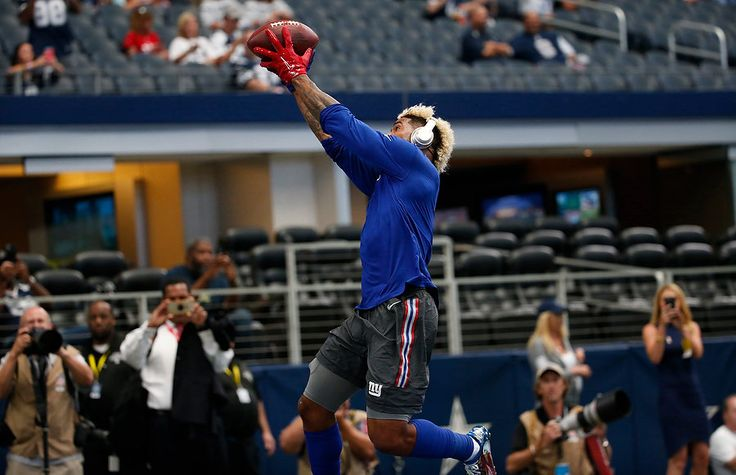 New York Giants Odell Beckham Jr. (13) makes a catch on a ball thrown by Dallas Cowboys Dez Bryant (88) put on a show for fans during pregame warmups before NFL Week 1 action in Dallas. 9/11/16 (Andrew Mills | NJ Advance Media for NJ.com)