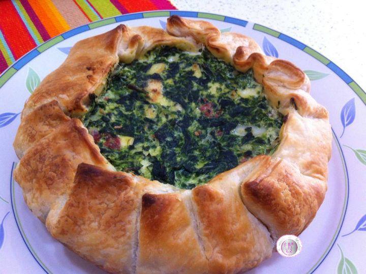 Torta salata con spinaci, ricotta e salame
