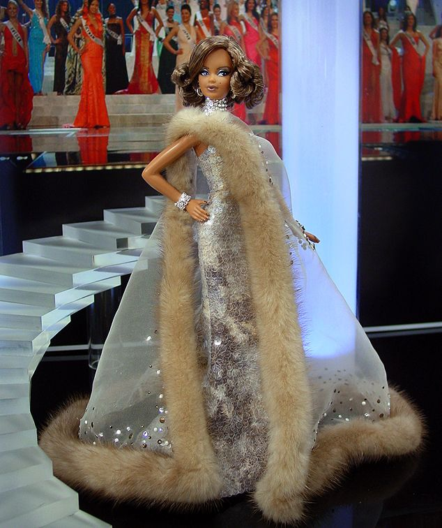Miss Hollywood Barbie 2011
