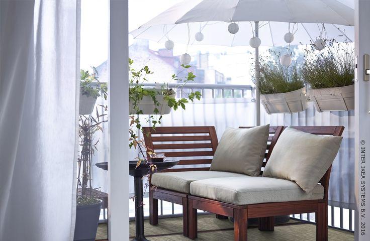 Je terras zo inrichten dat je optimaal kunt genieten van het zachte lenteweer? Dat doe je met een sofa en kussens. Sofa ÄPPLARÖ  #IKEABE #lente