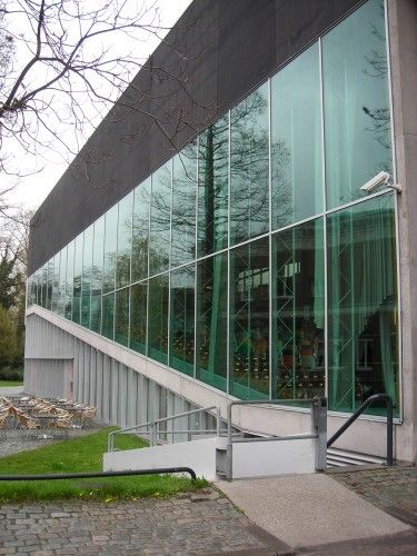 the Kunsthal, in the Museumpark neighborhood of Rotterdam, is more of a cultural center that it is a museum