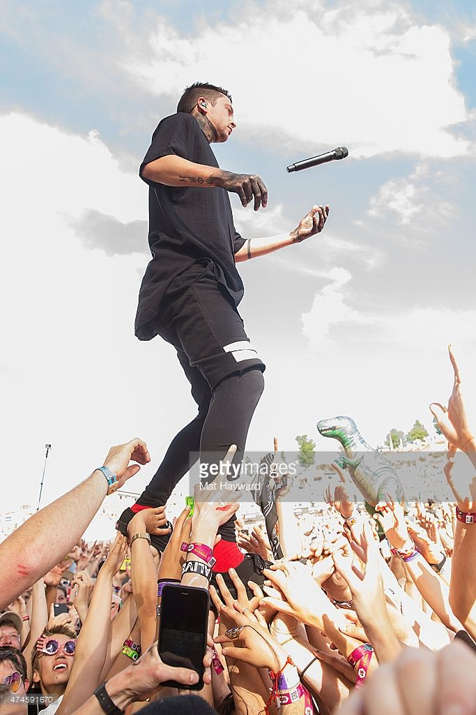 Nachrichtenfoto : Tyler Joseph of Twenty One Pilots performs on...