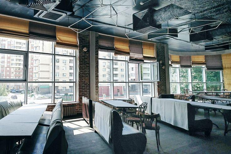 🍴 ресторан с банкетным залом, 2-й этаж, огромные окна, вид на жилой комплекс