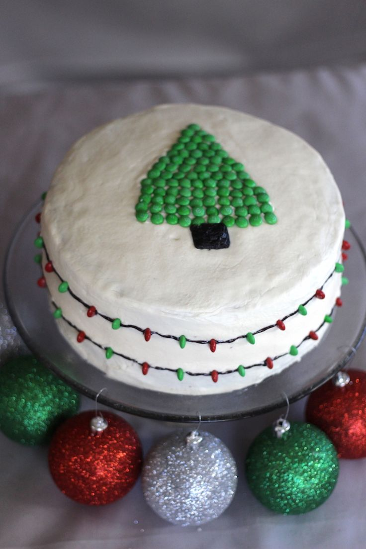 This Christmas Lights Cake looks like it has strands of lights wrapped around it! #BakeInTheFun #ad  @Walmart