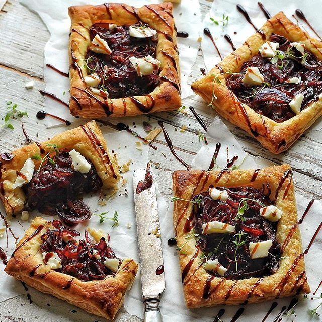 BALSAMIC RED ONION TARTS with fresh thyme 🌿🌿soft 'cheese' from @sainsburys & amazing balsamic vinegar from @filippoberio_uk 👌🏽👌🏽 I reduced their balsamic down to make a nice glaze to drizzle over!  I'm busy filming something very exiting for you guys with the talented @burningchariot crew! Keep eyes peeled... #vegan #vegans #vegano #veganfood #whatveganseat #vegansofinstagram #veganlife #veganfoodshare #veganlifestyle #veganism #veganfoodporn #foodporn #foodie #food #cardiffvegans…