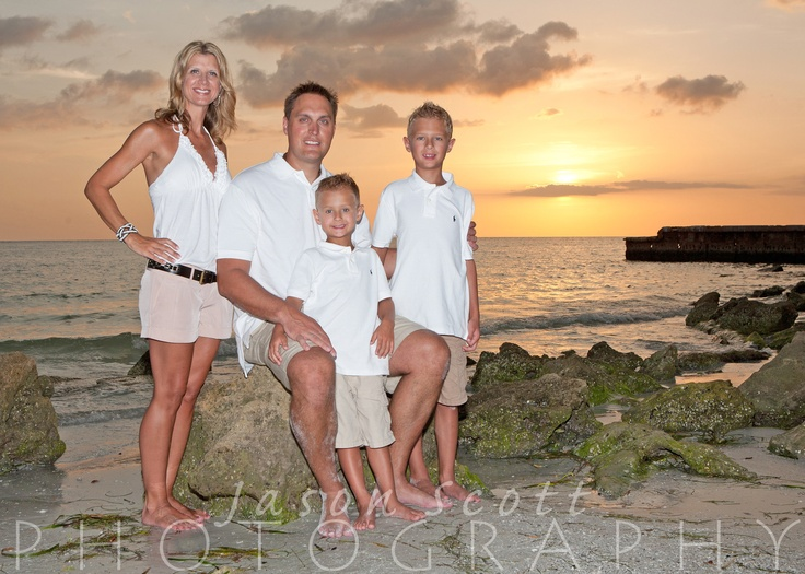 family beach portraits siesta key longboat key englewood beach venice beach fl family. Black Bedroom Furniture Sets. Home Design Ideas