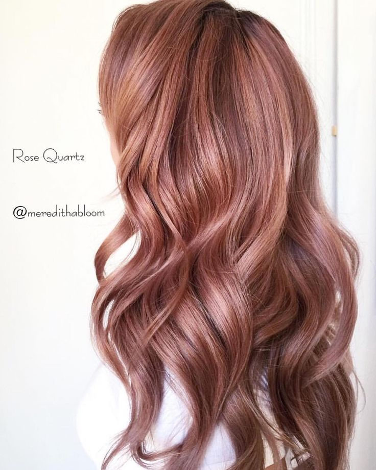 Rose tones are still going strong. Especially for Fall. I want to share my Rose formula using @owayorganics Technique - Babylight and tease methods throughout using @framarint foils. Using Hbleach 20vol In-between foils - Oway - 4.1 6.1 at base , melting to 6.1 .1 at mid shaft . Tone at Bowl - 11.17 90.11 a pinch of .6 . To create a pink hue. This client lifts very gold so there was no need to add gold to the formula. When you have clients with naturally very dark and lift ve...