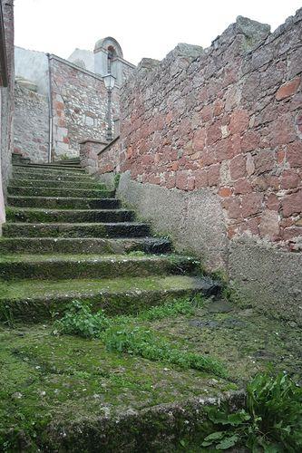 L'antica scalinata di San Michele scavata nel tufo...