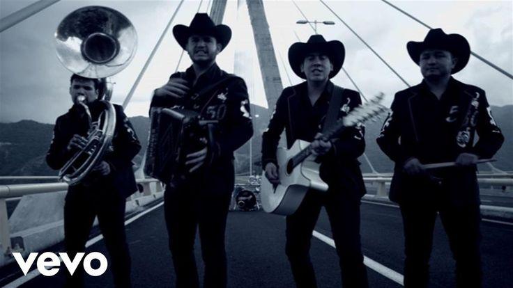 Calibre 50 - Corridos de Alto Calibre http://amzn.to/1a3aPZt http://bit.ly/1i9sihI Music video by Calibre 50 performing El Inmigrante. (C) 2014 Disa Latin Mu...