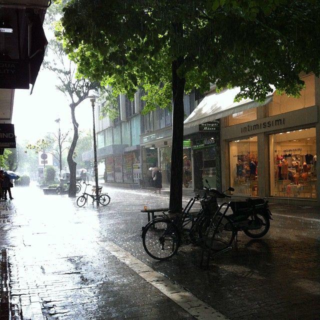 """""""#λάρισα #μπόραείναιθαπεράσει #κούμα #larissa #larissacity #downtown #rain #greece #summer"""""""