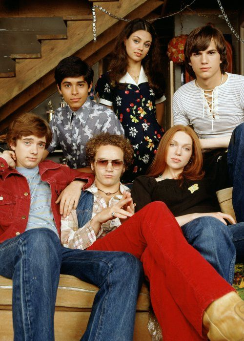 that 70's show- the gang's all here, clockwise from left...Eric, Fez, Jackie, Michael, Donna and argh! I can't remember what's the name of the character that Danny Masterson played!