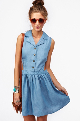 The dress (or dresses) you need for a stylish staycation: Summer Attire, Summer Dresses, Denim Dresses, Cutout Dresses, Summer Wardrobes, Chambray Cutout, Chambray Dresses, Stylish Dresses, Hot Summer