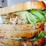 ハムステッド アフタヌーン ティ - 料理写真:美食♡チキンアボカドサンドイッチ。天然酵母のフワフワパン、エキストラバージンオリーブオイル、バルサミコでヘルシー♡