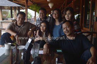 Dosen, management dan Model Bandung dalam sesi workshop fotografi Mahasiswa Univ Esa Unggul di lokasi kafe Detuik Bandung. #detuik #detuikcafe #bandungfotografi #jasafotobandung