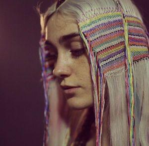 海外女子に流行中♡髪の毛に刺繍するヘアタペストリー♡♡♡ - NAVER まとめ