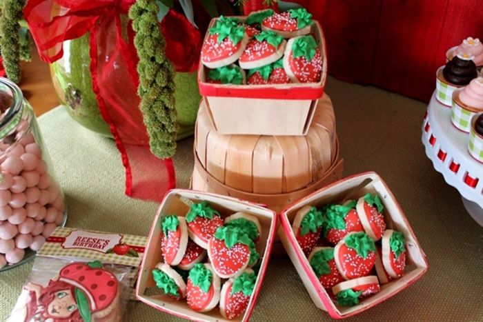 The cutest little strawberry cookies.