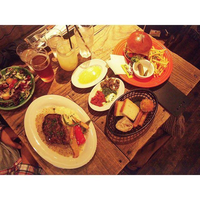 #東京 #中目黒 #タバーン #🇯🇵 。  ボリュームたっぷりのランチ🍴 。  #中目黒ランチ #中目黒カフェ #nakameguro #dayoff #休日 #lunch #ランチ #ハンバーガー #肉 #hamburger #food #foodpic #foodporn #foodstagram  20171028 #aya__tokyo #aya_tokyo_cafe #aya_tokyo_lunch