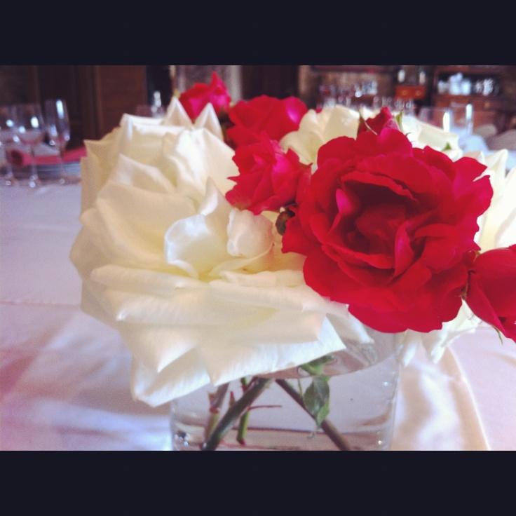 Bûquet de Rosas..centro decorativo para tu evento más especial...#galicia #alquilar #casa #rural #encanto #alojamiento #pazo #turismo #rural #dormir #silleda #lalin #piscina #hotel #escapada #escapadas #fin #semana #familia #pareja #reuniones #empresa #bautizos #primeras #comuniones #comidas #familiares #exposiciones #arte #bodas #jardin