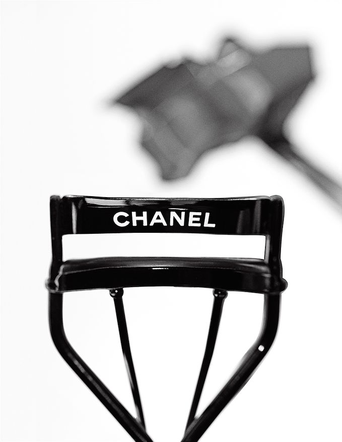 Chanel Lash Curler - Directors Chair  Still-life - Cyriel Jacobs