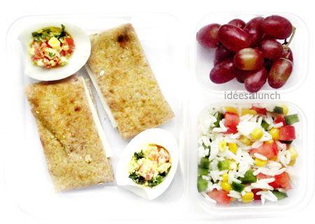 Oeuf, tomate, persil, pain, fromage.   Raisin.    Riz, poivron, maïs, tomate, vinaigrette.