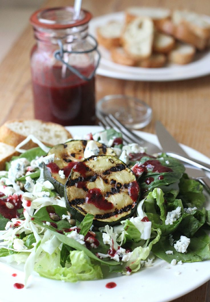 Salad with Grilled Zucchini and Blackberry Balsamic Dressing Recipe via @Lori Rice and FakeFoodFree.comDressing Recipes, Grilled Zucchini, Balsamic Dresses, Dresses Recipe, Food Free, Blackberries Balsamic, Cleaning Eating, Fake Food, Food Recipe