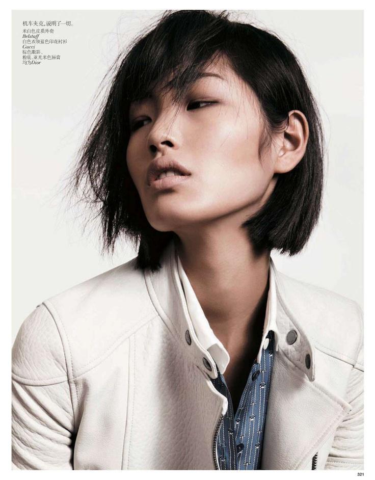 Tian Yi et Sung Hee Kim photographiées par Amy Troost pour Vogue Chine janvier 2013