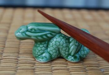 Dragon chopstick rest