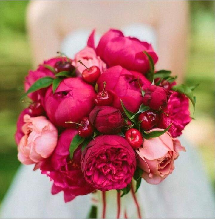 #WeddingBouquet - ślubny bukiet na Instagramie, fot. Instagram/eskuvolap.hu