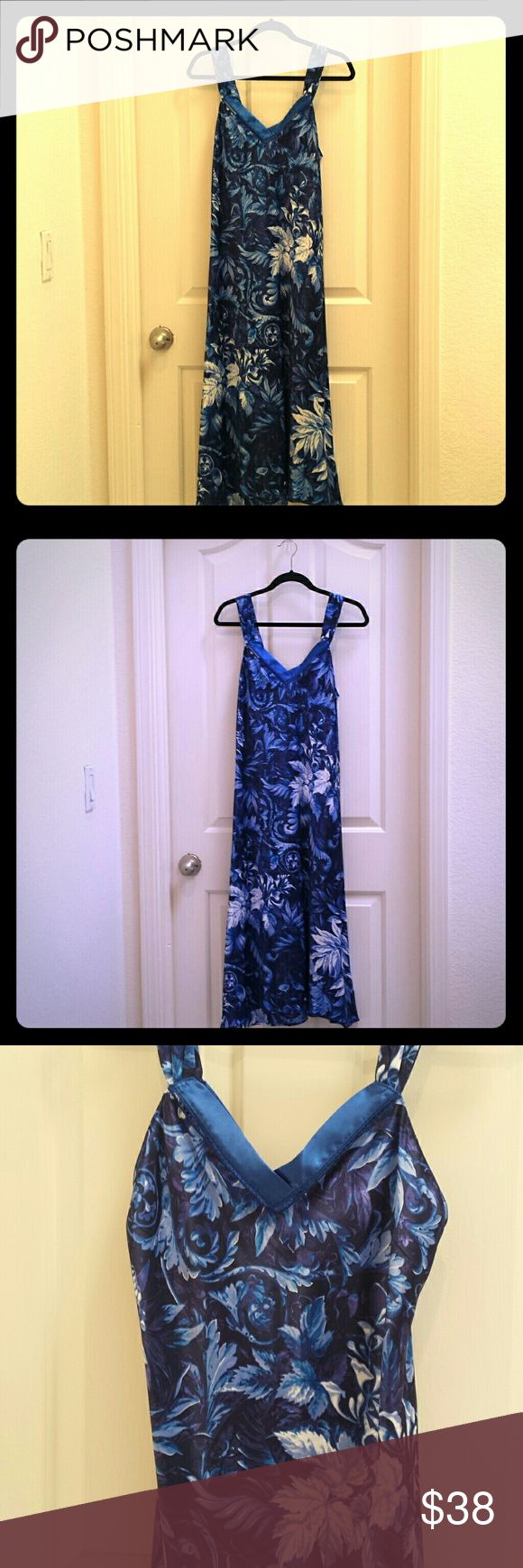 Oscar De La Renta Floral Nightgown XS This Gorgeous nightgown is New without tag. Took off tag, but a little loose fitting for me, so never worn. Blue silken floral night dress, a true beauty! Oscar de la Renta Sleepwear Intimates & Sleepwear